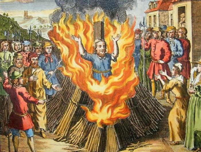 Бруно закончил свои дни на костре. Кое-кто думает, что из-за сатанизма.